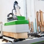 La macchina a controllo numerico che viene usata per lavorare il legno di qualità con altissima precisione