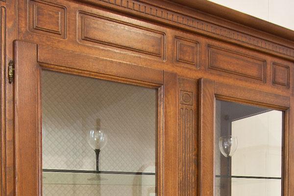 Vetrina complemento d 39 arredo per soggiorno classico e for Classico e moderno
